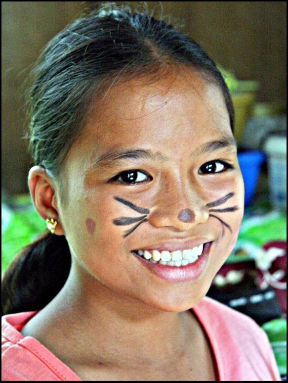 JUNEA-SHOWS-OFF-HER-BUNNY-FACE-PAINT[2]