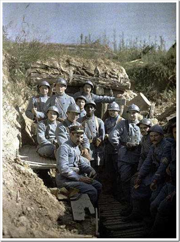 French soliders in a frontline trench during World War I_resized
