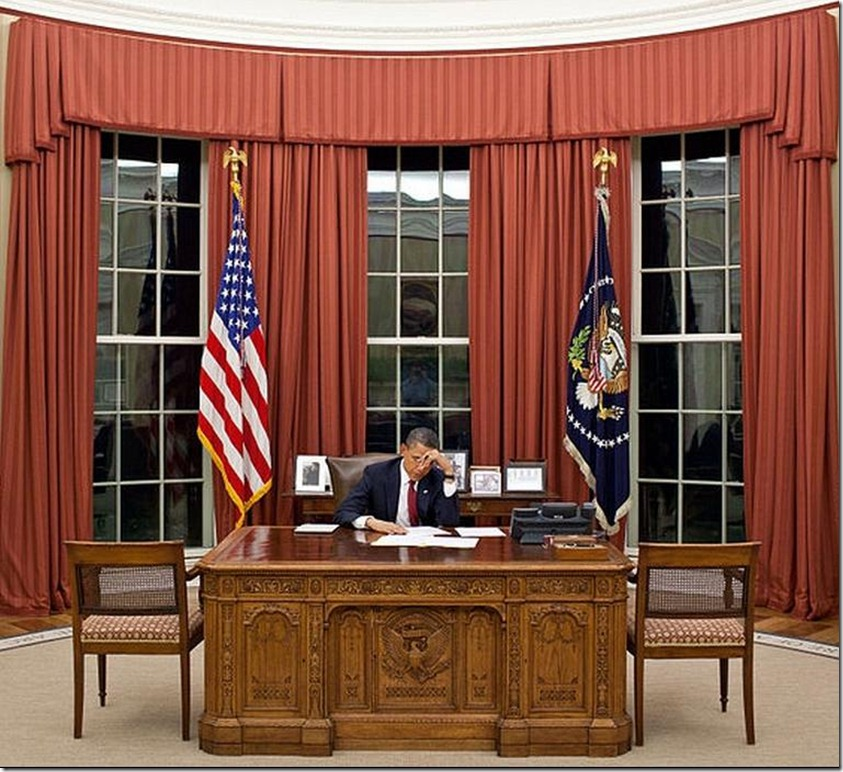 PRESIDENT OBAMA AT WORK IN THE OVAL OFFICE_Obama_edits_speech_before_announcing_death_of_Osama_bin_Laden_cropped_resized