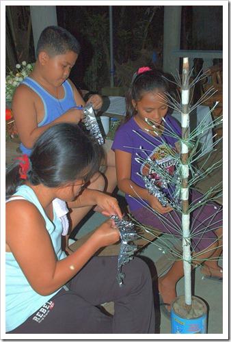 LENEIL RAYNIELAND JUNEA WORK ON THE TREE