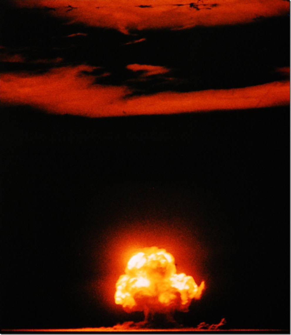 TRINITY SHOT NUCLEAR TEST EXPLOSION JULY 16 1945 US GOVERNMENT PHOTO IN THE PUBLIC DOMAIN